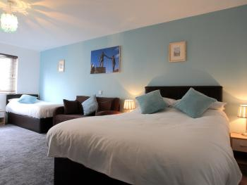 Family and Twin rooms all en-suite wifi flat screen TV