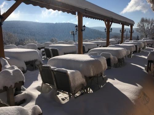 Terrasse sous la neige