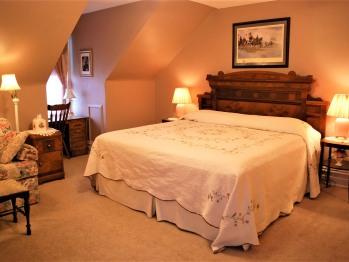 General Reynolds Room -Triple room-Ensuite with Bath-King-Garden View
