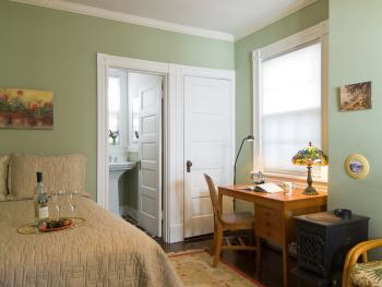 Double room-Ensuite-Queen-Carriage House