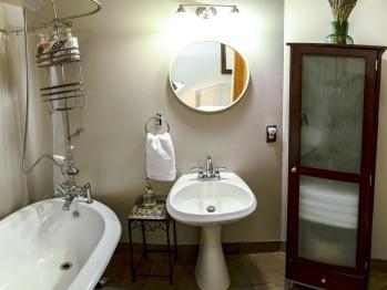 Bathroom - Raven Room #2