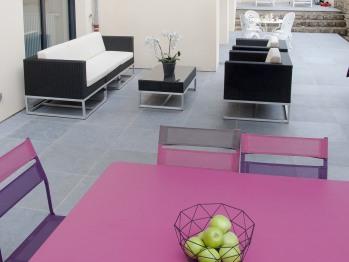 En été, vous aurez le choix de prendre le petit-déjeuner sur la terrasse.