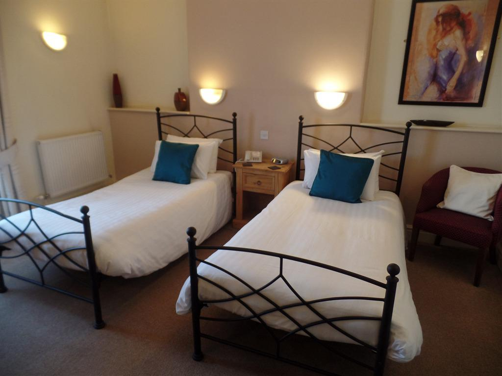 Twin room-Deluxe-Ensuite - Base Rate