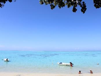la plage privée et la mer