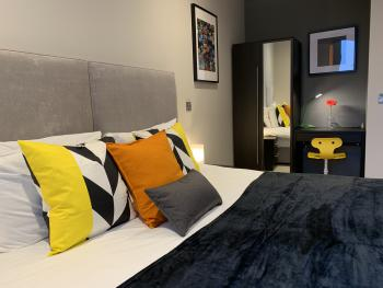 Emerald House Apartments East Croydon - Guest Bedroom - 1 bed apartment