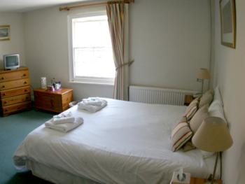 moneybury, double room shower en suite