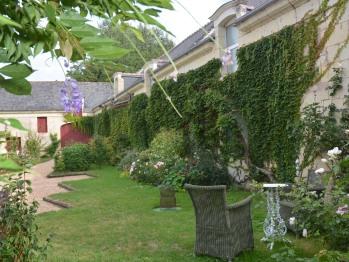 """Espace jardin face à l'appartement """"Bonheur de Ronsard"""""""