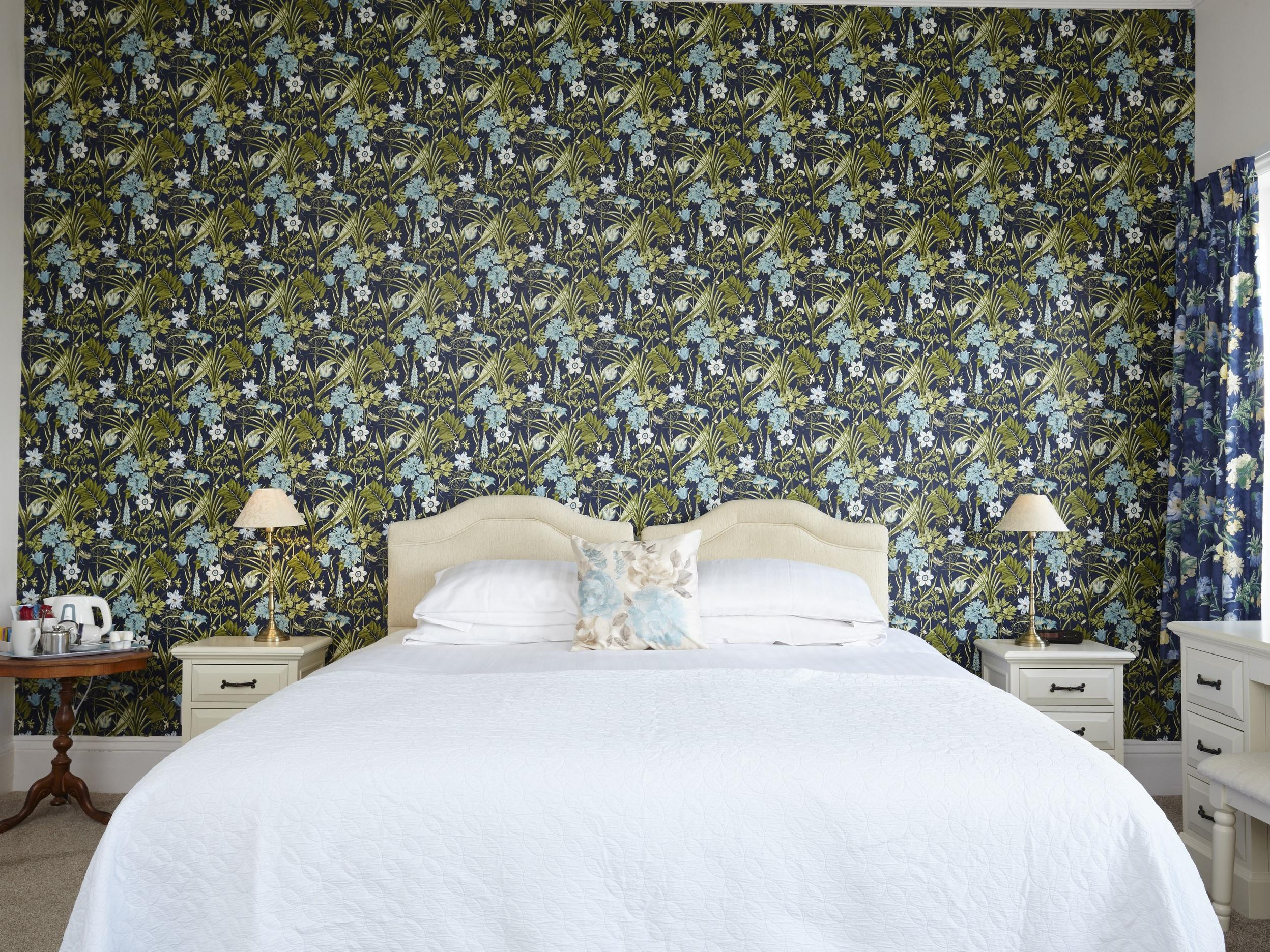 Double or Twin-Deluxe-Ensuite-Room 2