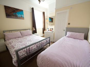 Triple room-Standard-Ensuite-Room 2