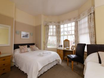 Family of 3-Triple room-Deluxe-Ensuite with Shower - Base Rate