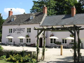 Bathurst Arms - The Bathurst from the Garden and plenty of parking too