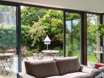 Salon ouvert sur terrasse