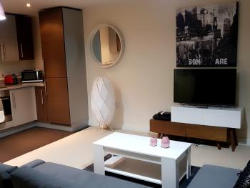 Dazzon Luxury Apartment - Central Milton Keynes -