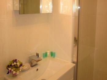 The Dartmoor En-suite bathroom