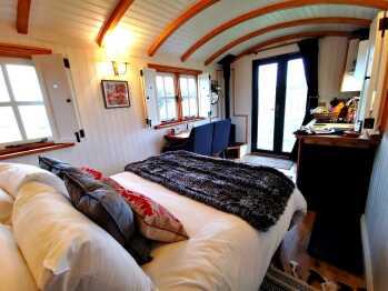 Hut-Luxury-Ensuite-Curlew