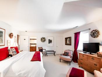 the Derwen Del King Guest Room