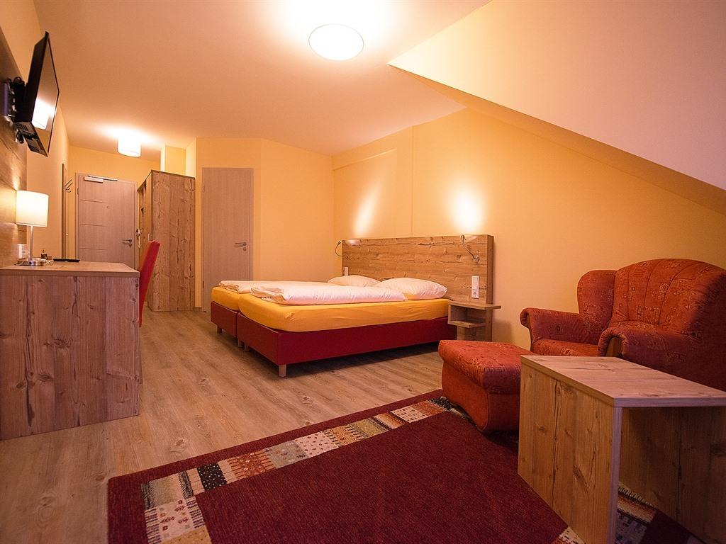 Doppelbett oder zwei Einzelbetten-Komfort-Ensuite Bad