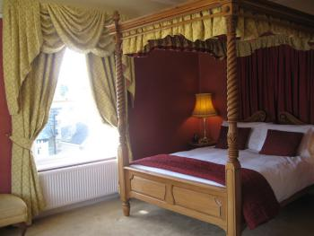 Four Poster Deluxe King Ensuite with Shower