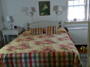 The Cozy Jenny Lind Room