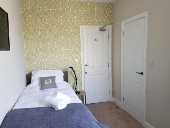 Single room-Classic-Ensuite with Shower-Street View