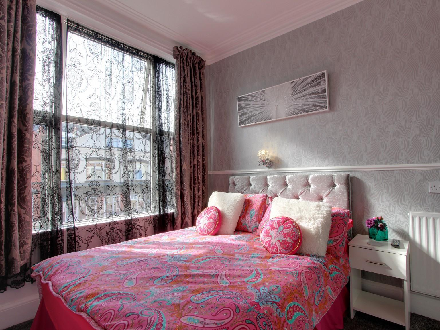 Double room-Premium-Ensuite with Shower - Base Rate