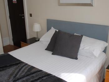 Large en-suite double bedroom