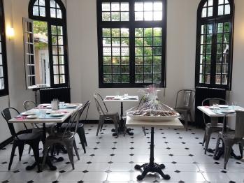 La salle commune pour les petits-déjeuners, les réunions ou les collations du soir