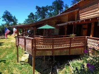 Evergreen Haus - Yosemite Lodging - Cabin Wrap Around Deck