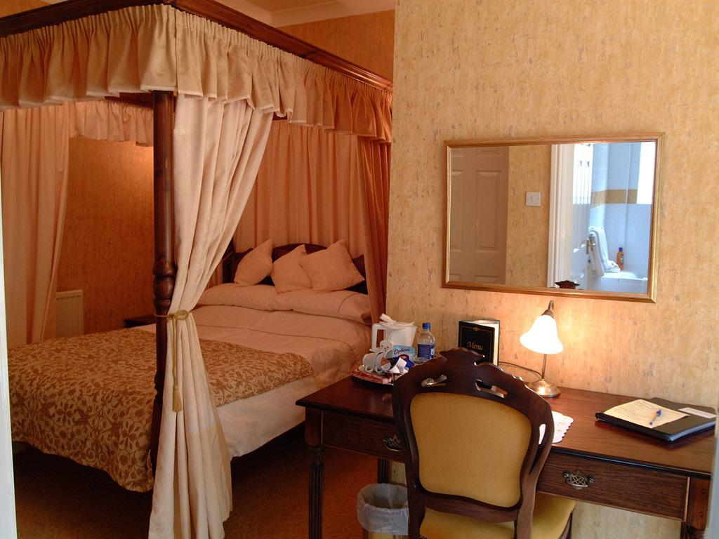 Double room-Ensuite-Four Poster with Patio - Base Rate