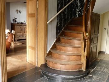 Escalier en marbre et bois