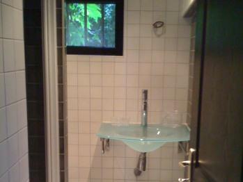 Le gîte Jardin : la salle de bains