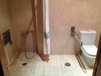 Doble con dos camas-Baño para personas con movilidad reducida-Adaptada - Doble con dos camas-Baño para personas con movilidad reducida-Adaptada