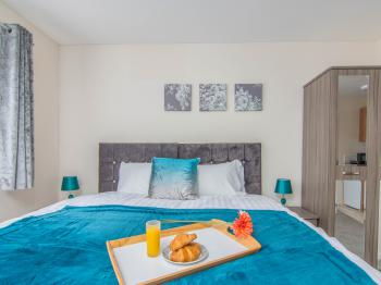 Double room-Classic-Ensuite with Shower-Shared Toilet - Double room-Classic-Ensuite with Shower-Shared Toilet