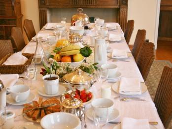 Table du petit déjeuner à l'intérieur.