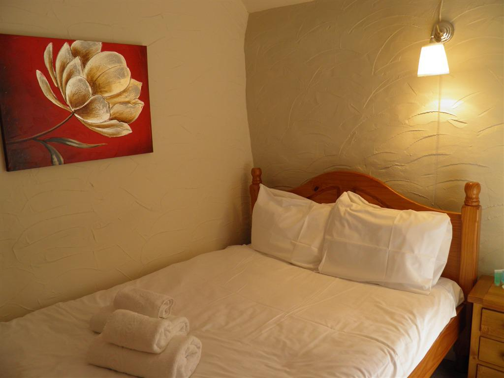 Double room-Economy-Shared Bathroom - Base Rate