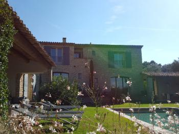 Le jardin et la piscine chauffée