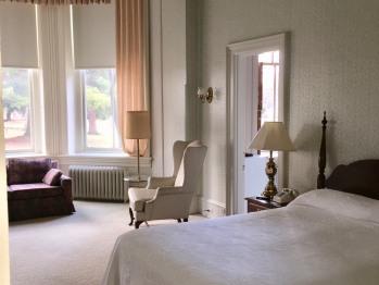 Queen-Ensuite-Premium-Courtyard view-Queen Bed Guest Rooms  - Tarif de base