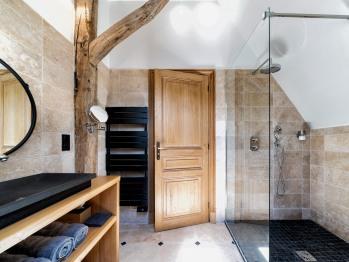 Triple-Supérieure-Salle de bain et douche-Vue sur Jardin-1