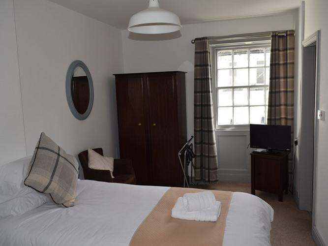 Twin room-Ensuite with Shower-Street View