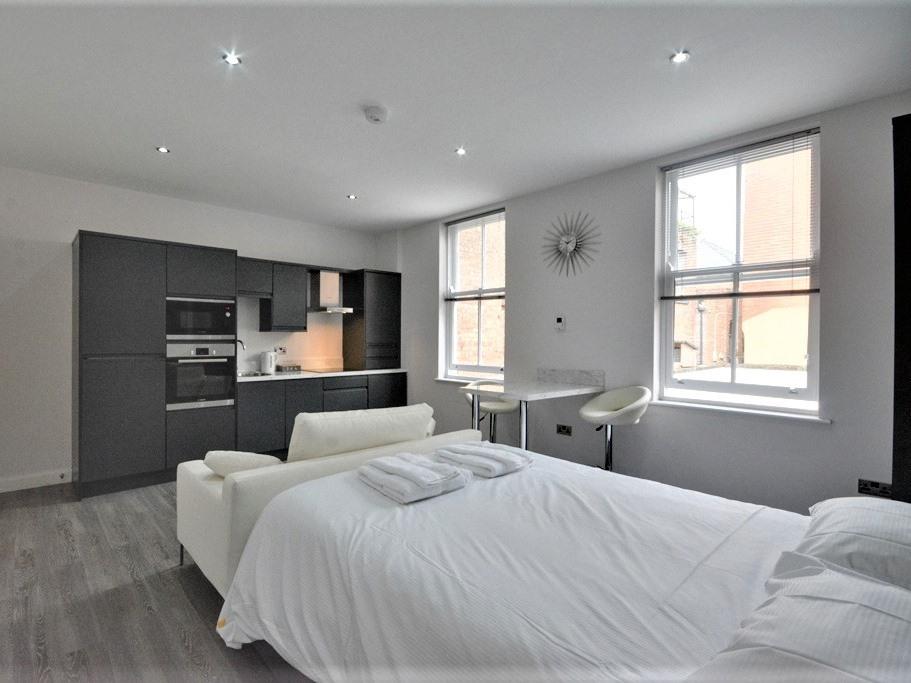 Studio-Premium-Ensuite with Shower-Street View-Studio Apartment  - Base Rate
