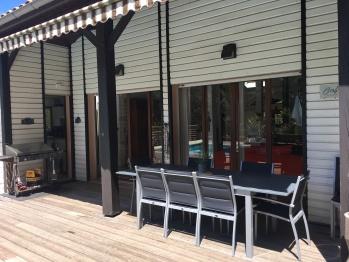 Grande table et plancha XL sur la terrasse