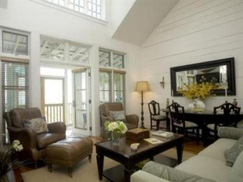 Heart pine flooring throughout with elegant furnishings and accessories