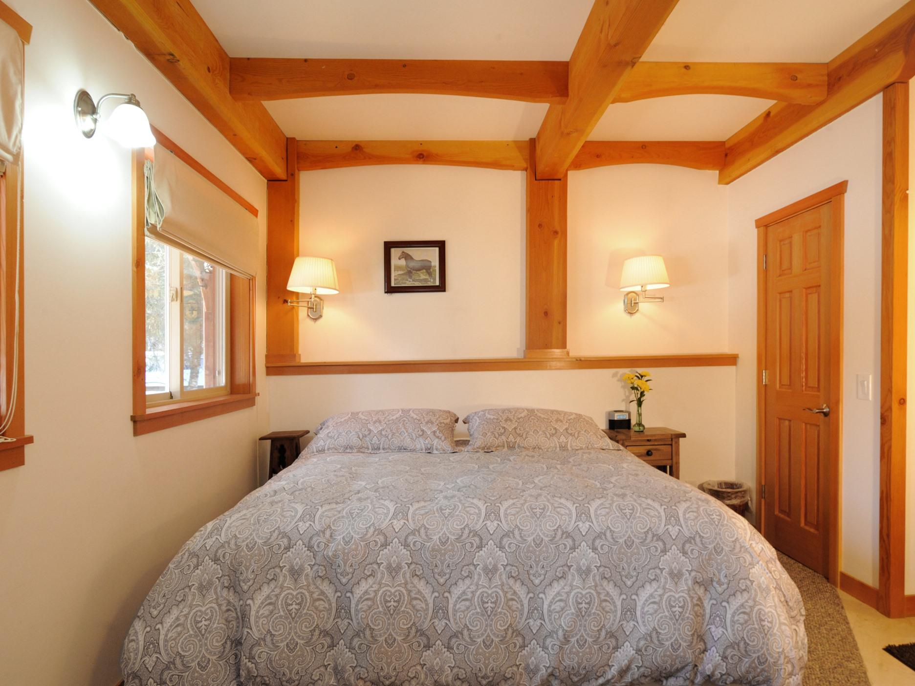 Coach Room - King bed, private ensuite bath