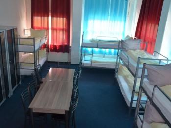 Einheit-Gemeinsames Badezimmer-8 Bett Zimmer