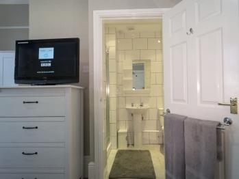 Room 2 En-suite