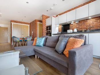 Platform Apartment - open plan lounge