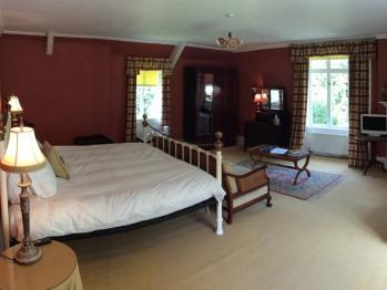 Suite-Deluxe-Ensuite-Garden View-Red