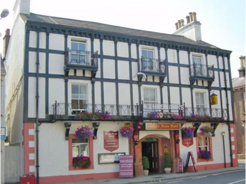 Front view of The Kings Arms Hotel Lockerbie