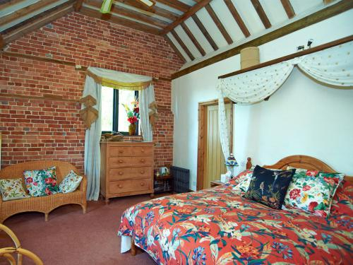 en-suite with whirlpool Bath
