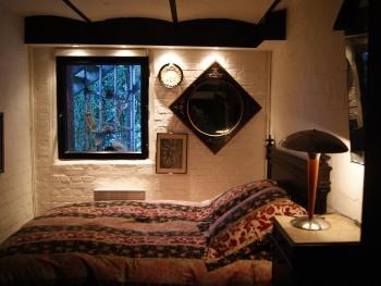 Le gîte jardin : une des trois chambres.
